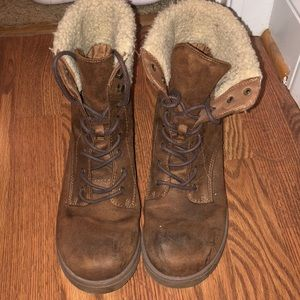 Shoes - Furry combat boots